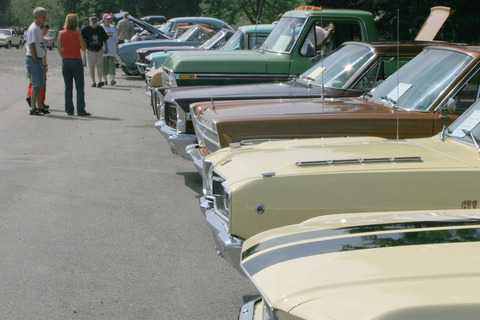 Nova scotia classic cars on display in Shelburne